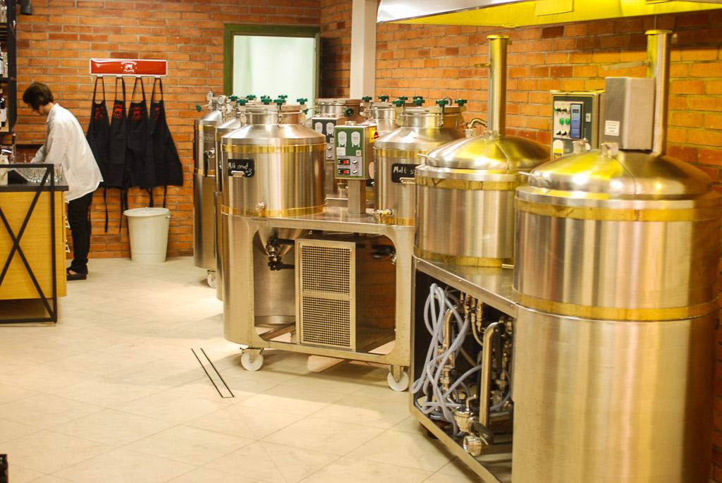 Štai jos - legendinės dirbtuvės, kuriose gimsta naujos alaus rūšys. Norėčiau tokias turėti :)